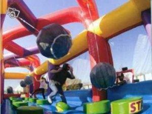 parcours-d-obstacles-avec-boules-de-demolition_l